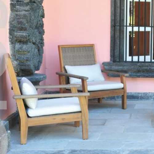 sala de exterior grosetto de madera teca de plantacion y tejido sintetico en el respaldo y